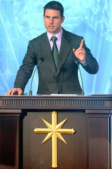 tom-cruise-on-scientology-pulpit